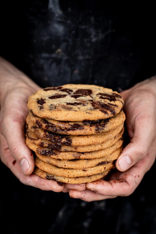 Suklaacookie - Voi, fariinisokeri, ruokosokeri, sokeri, kananmuna, vehnäjauho, ruokasooda, suola, tumma suklaa, maitosuklaa(VL) ( ei sis. pähkinää)2,50 ,-