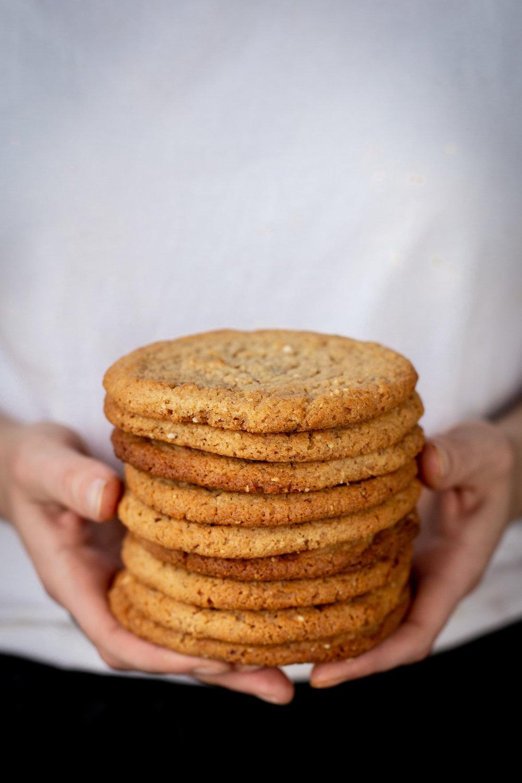 Maapähkinäcookie - Voi, ruokosokeri, maapähkinä, vehnäjauho, ruokasooda, leivinjauhe, suola, kananmuna, sokeri(L), Sis. maapähkinää (saattaa sis. jäämiä muista pähkinöistä)2,50 ,-