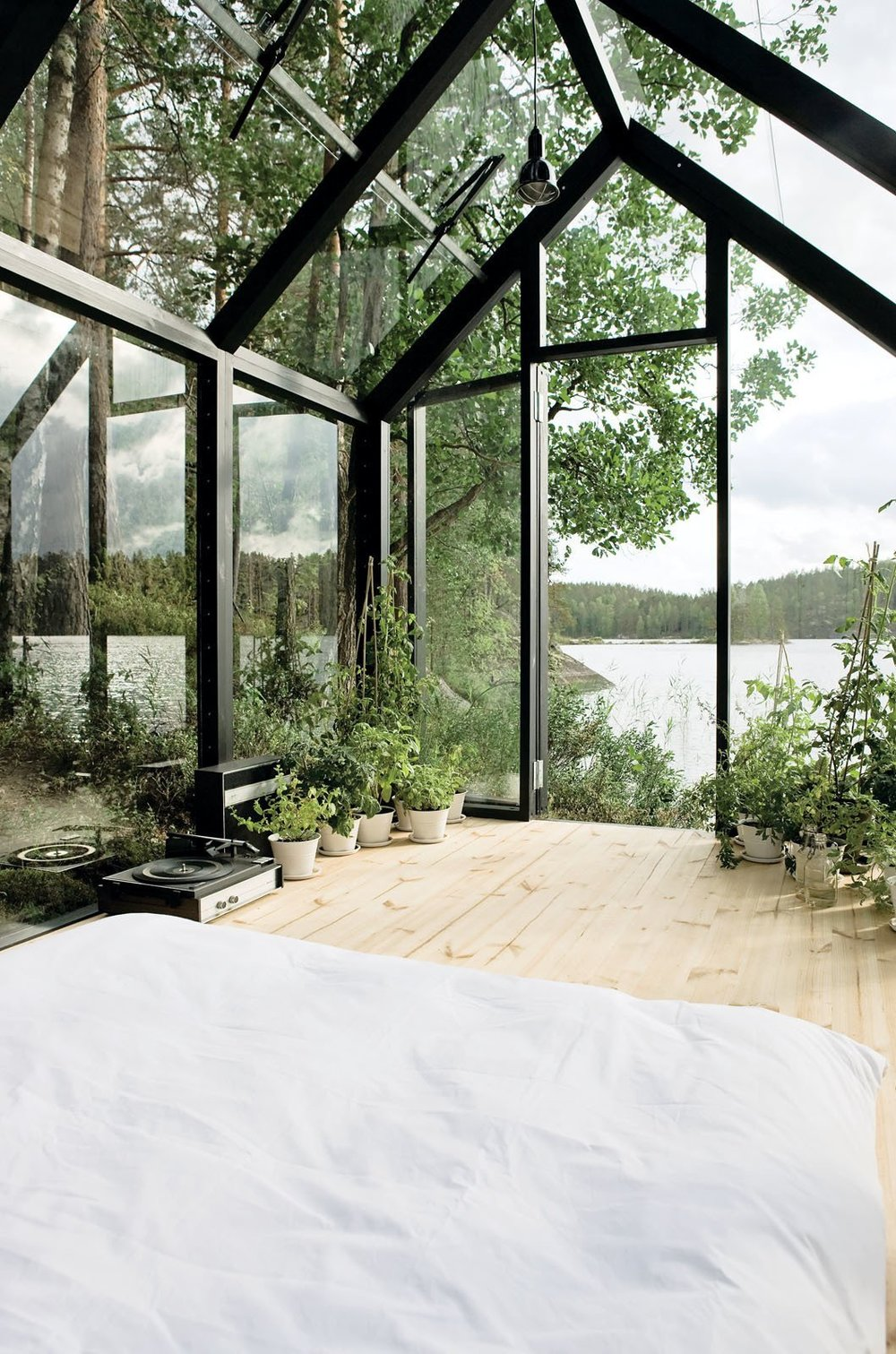 This cabin in Finland might not have the traditional cabin look but it is stunning nontheless. Imagine lying here when the leaves are falling or to watch the sunset over the lake | photos by Arsi Ikäheimonen