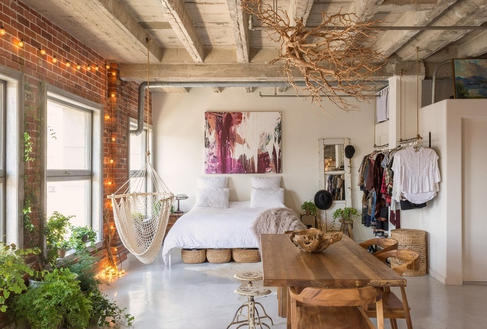 A book-filled loft in Los Angeles    | photos by Bethany Nauert