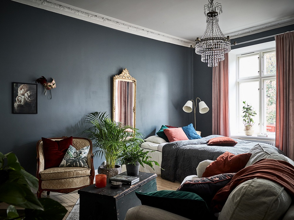A dark blue studio with vintage touches | styling by Ingela Berg & photos by Jonas Berg