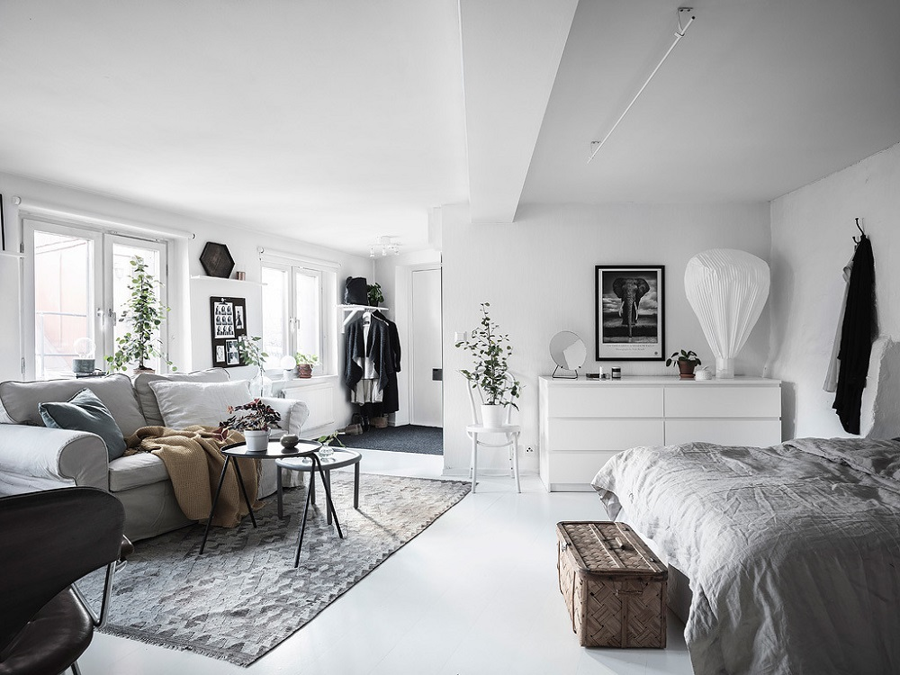 A white Scandinavian studio apartment | photos by Anders Bergstedt