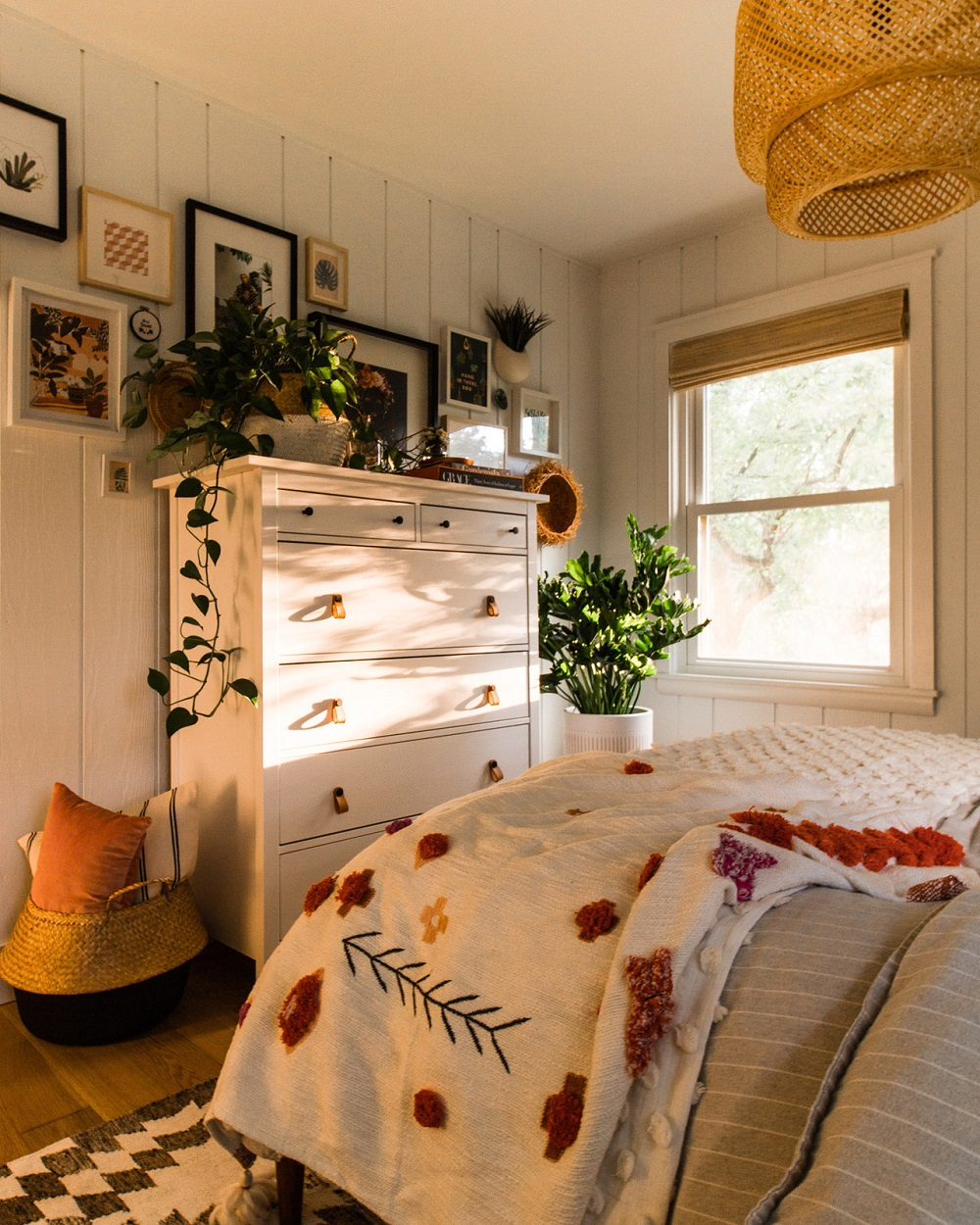 I'm in love with the natural light in this bedroom