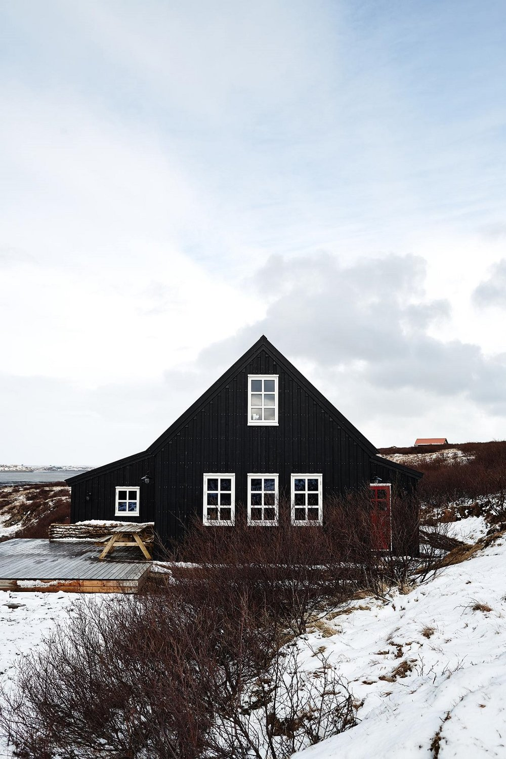 The Nordroom - A Dark Grey Cottage in Iceland