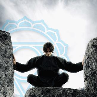 Wie kan kundalini reiki leren? - Iedereen die een reiki cursus heeft gevolgd, ongeacht waar en wanneer, kan de Kundalini Reiki inwijdingen ontvangen. Het is overigens niet verplicht om al reiki te hebben geleerd, maar ervaring met traditionele reiki geeft je wel meer houvast en een goede basis voor het werken met de kundalini energie.Drie niveaus van Kundalini ReikiErvaring met traditionele reiki is een voordeel, maar niet vereist. Er zijn drie niveaus van werken met de Kundalini energie. Het derde niveau is de master/teacher-graad. Via de thuisstudie kun je alle niveau's ontdekken, oefenen en leren beheersen.