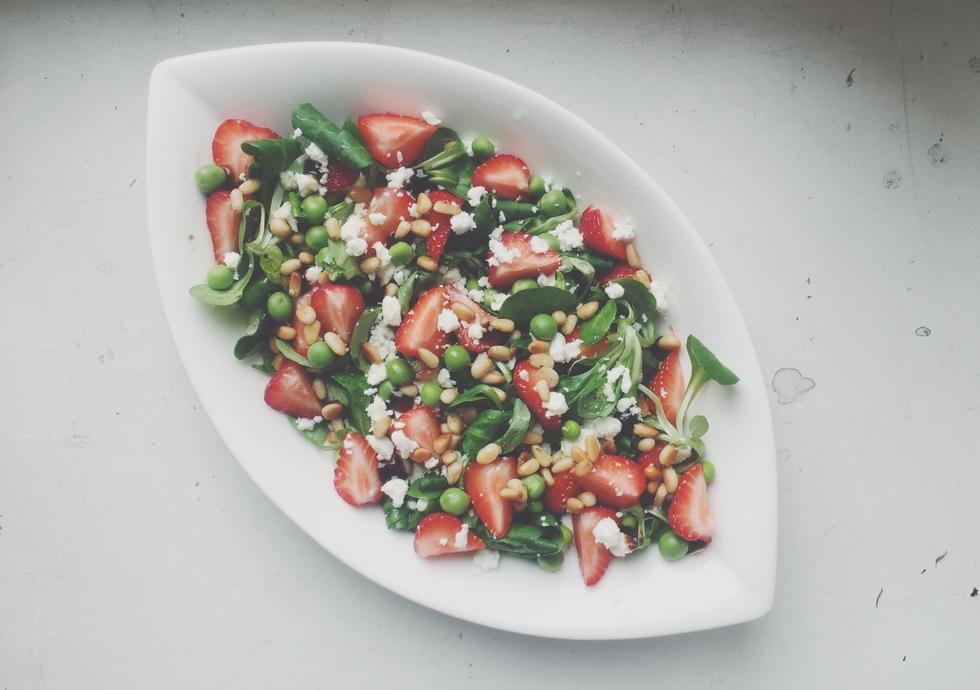mansikkakesäsalaatti.jpg
