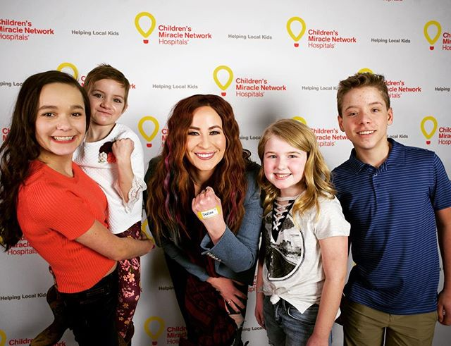 #ChildrensHospitalsWeek is all about donating to ensure children's hospitals have the funds they need to care for more than 10 Million kids per year, like @positivelyjessica and friends! Put your money where the miracles are and donate to help these insanely cool kids live their best life! @cmnhospitals