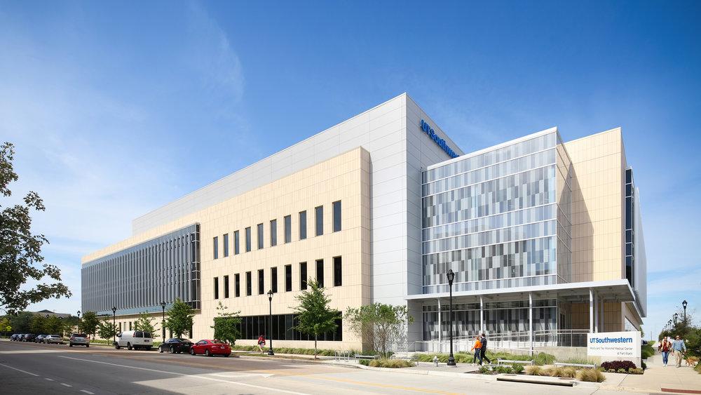 UT Southwestern    HKS Architects  Fort Worth, TX  © Jonathan Dean