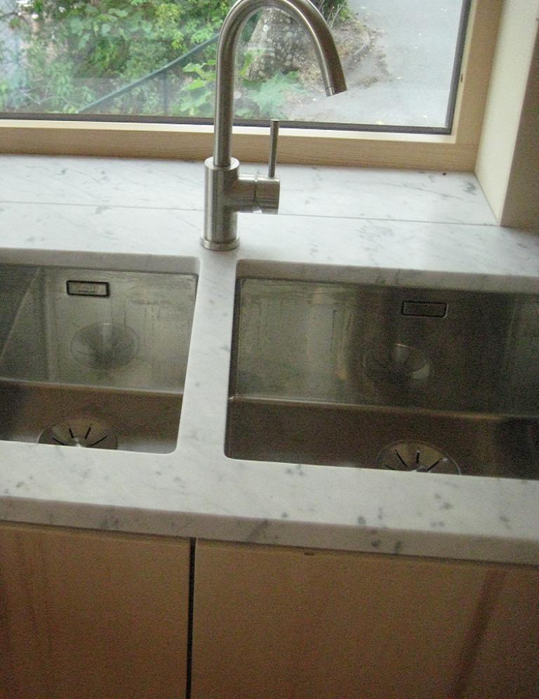Kjøkkenbenk i carrera marmor