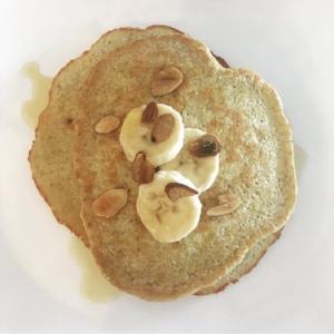 5-Ingredient Healthful Banana Oat Pancakes