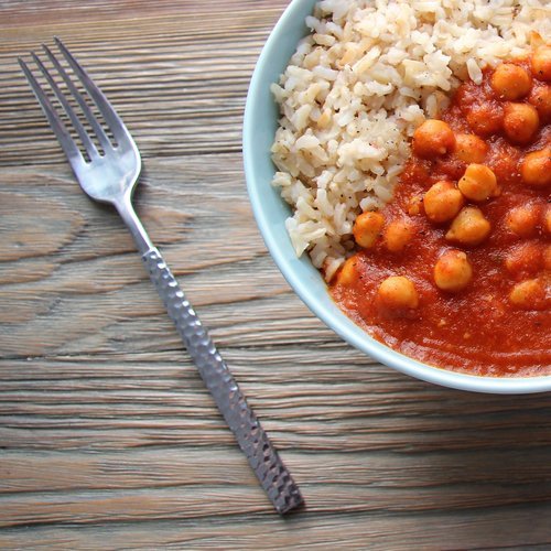 Curried Chickpeas with Brown Rice