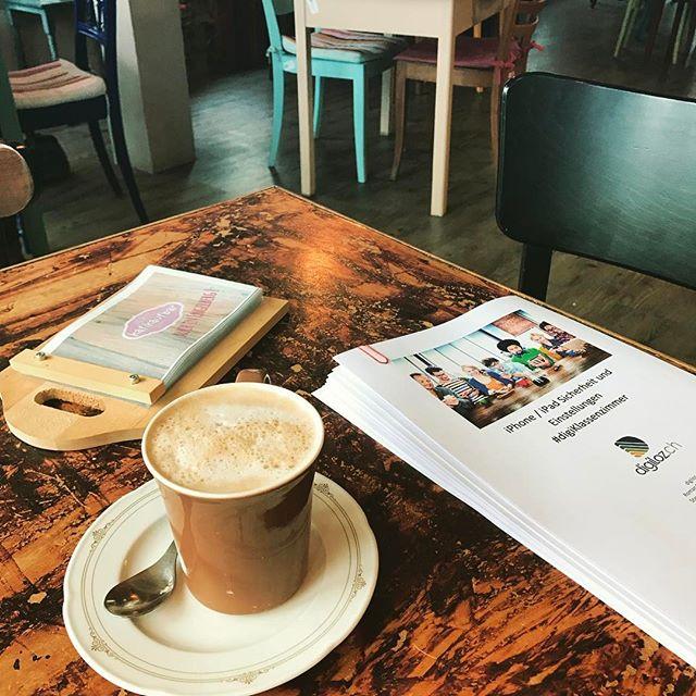 Unterlagen für morgen druckfrisch bei #printforce abgeholt nun #coffeetime in der @kafikaufbar #coffee #durchblickimdigitalennebel #nidwalden #stans #digiKlassenzimmer #digiloz.ch #iphonekurs
