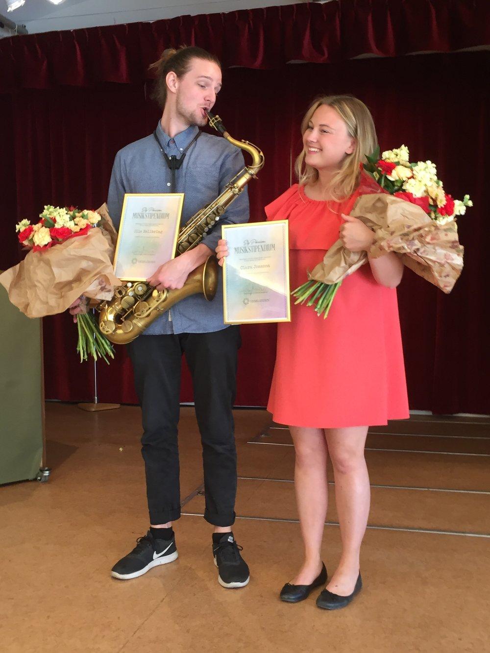 Stig Pherssonstiftelsens stipendiater 2018 i Stora salen  Olle Hellbring, saxofon  Clara Jonsson, sång  Olle och Clara erhöll 10 000 kr vardera