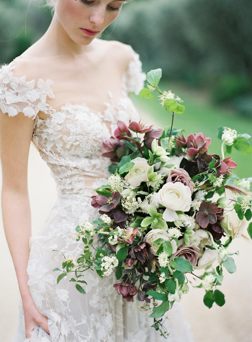 designs-by-hemingway-hellebore-bridal-bouquet-.jpg