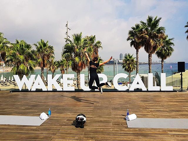 One of our workout locations is at @w_barcelona just in front of the beach, sea and palm trees. Completely open space with fresh sea breeze and sunshine🏝 You still doubting if you should join us? 😎 #detoxretoxrepeat