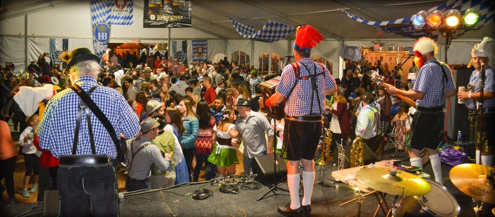 The Chicken Dance, Leavenworth Oktoberfest 2014