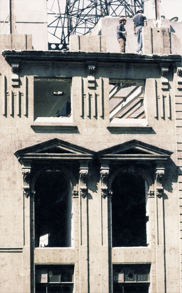 Building partially damaged from 1985 earthquake in Mexico City