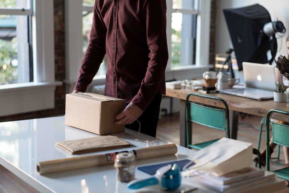 Préparation de colis pour la logistique e-Commerce