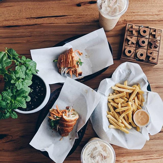 Here's a combination for everyone, cro-mi with truffle fries. 🍟  Pc: @timelesstracy