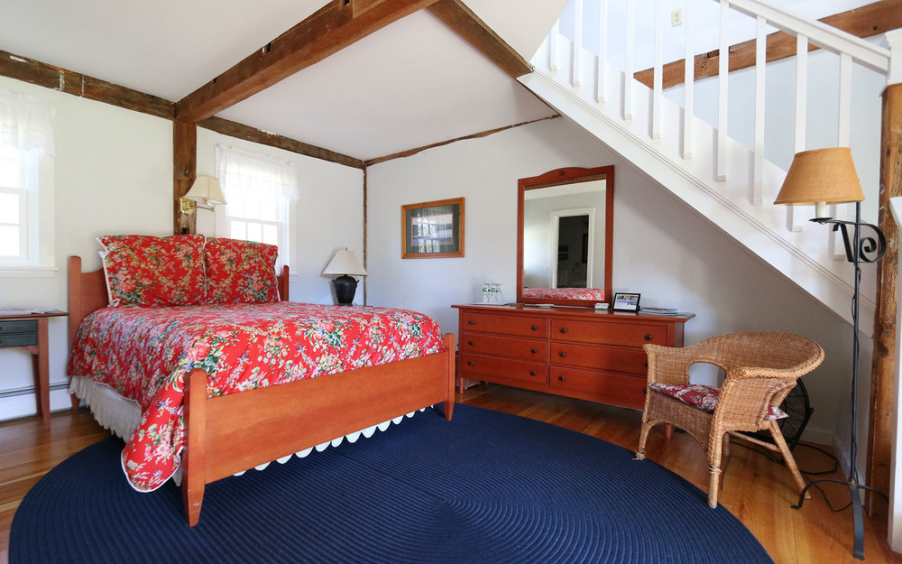 Red Jacket Suite - • Queen Bed downstairs with ensuite bath• 2 Twin beds upstairs with ½ bathRates include full breakfast & taxes: In Season:• 2 People $150/night + 9% tax• 3 People $180/night + 9% tax• 4 People $210/night + 9% taxOff Season:• 2 People $140/night + 9% tax• 3 People $170/night + 9% tax• 4 People $200/night + 9% tax