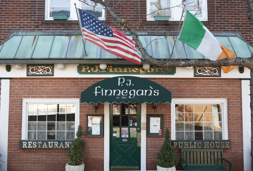 Finnegan's-pub-bar-food-beer.jpg