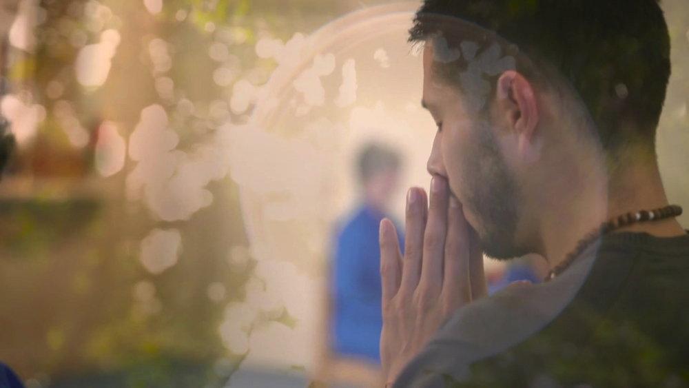 Navashen praying golden orb2.jpg