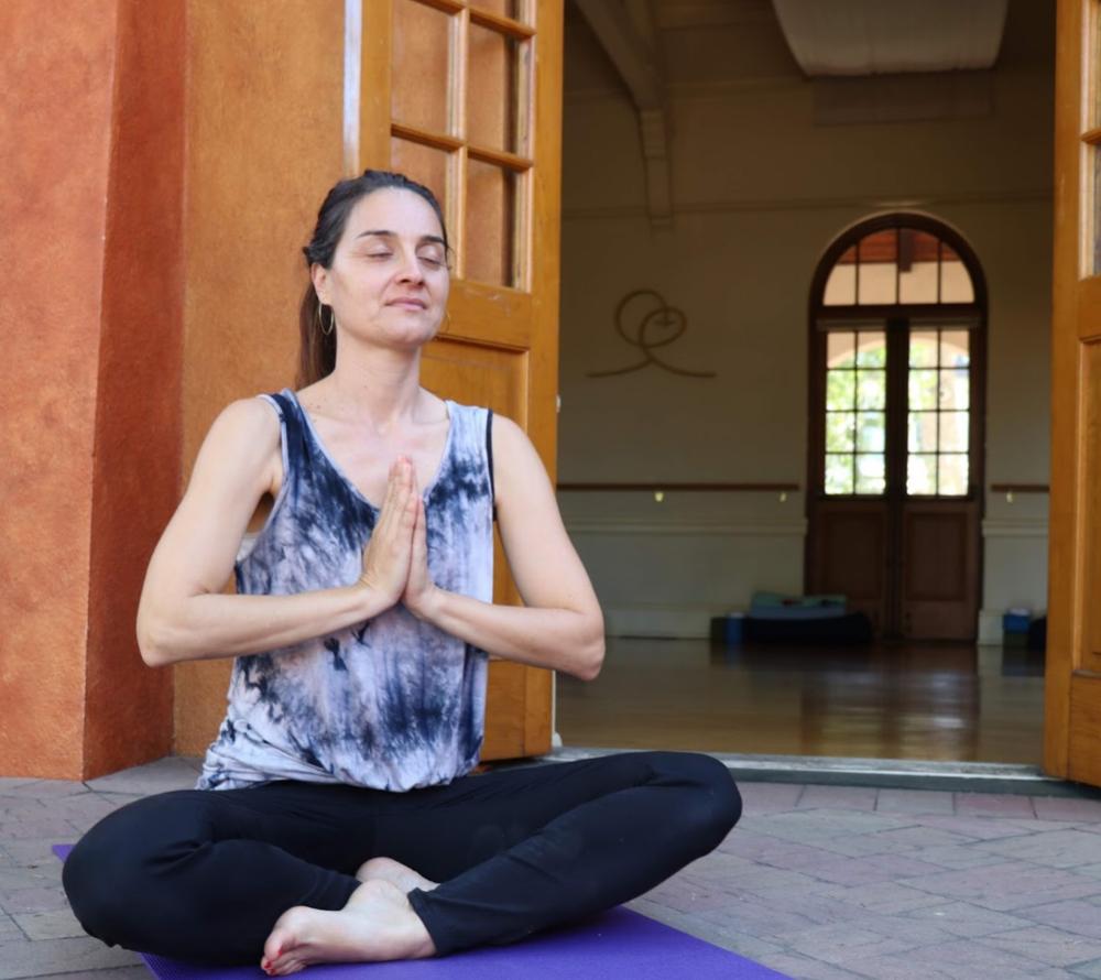 Esther yoga praban.png