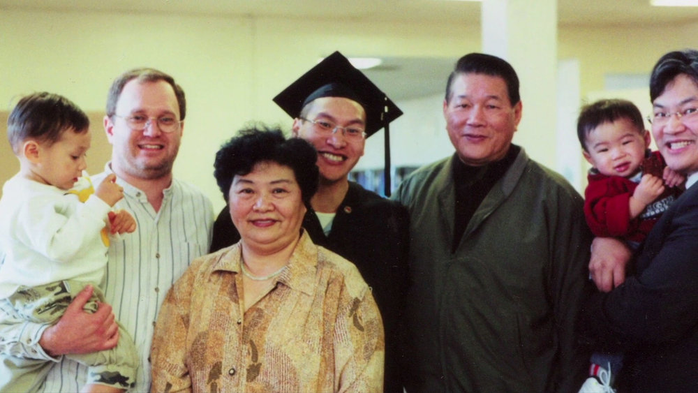 slideshow_01_eddy_zheng_graduation_family.jpg