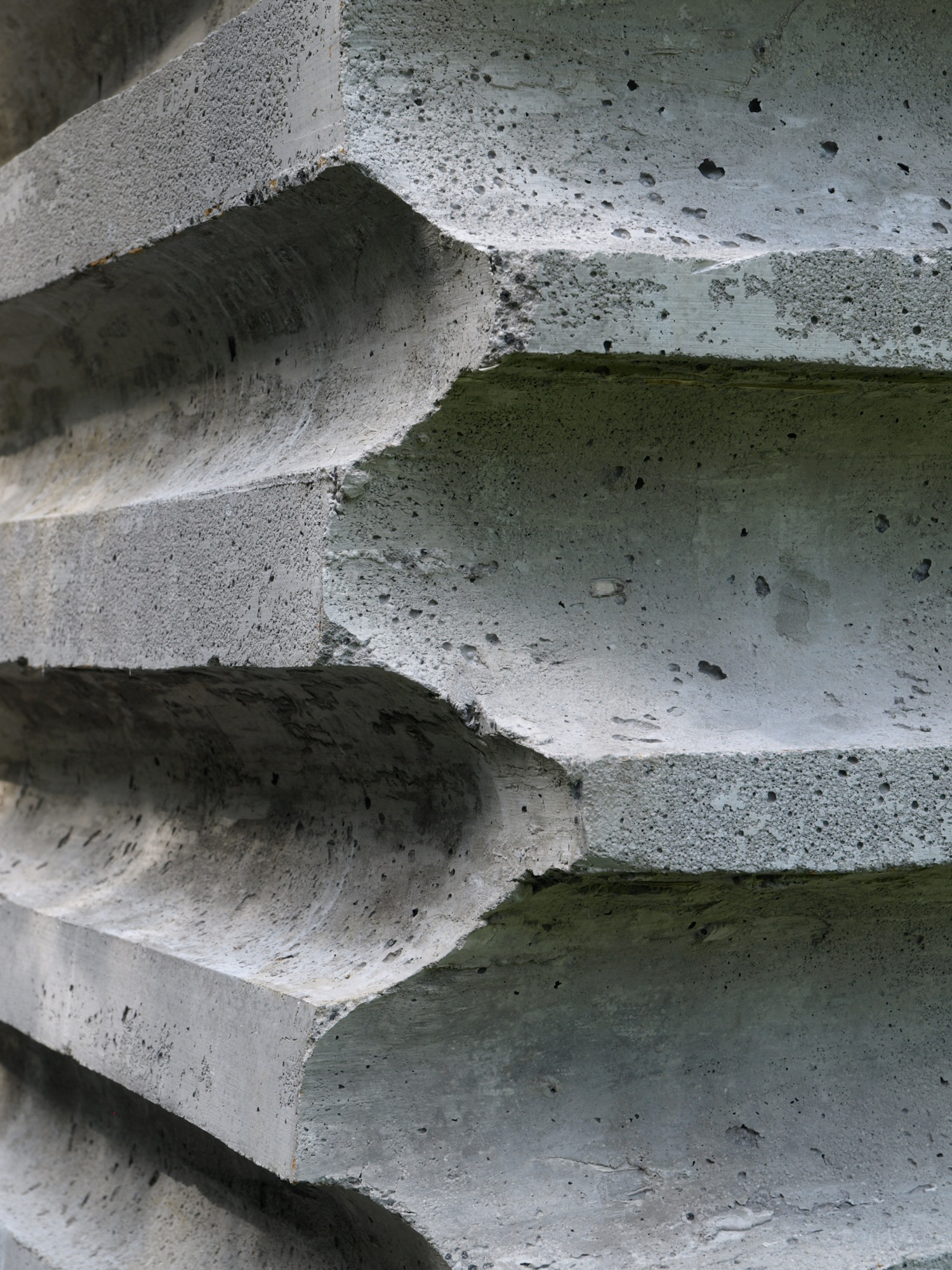 Refugi Lieptgas, detail in concrete