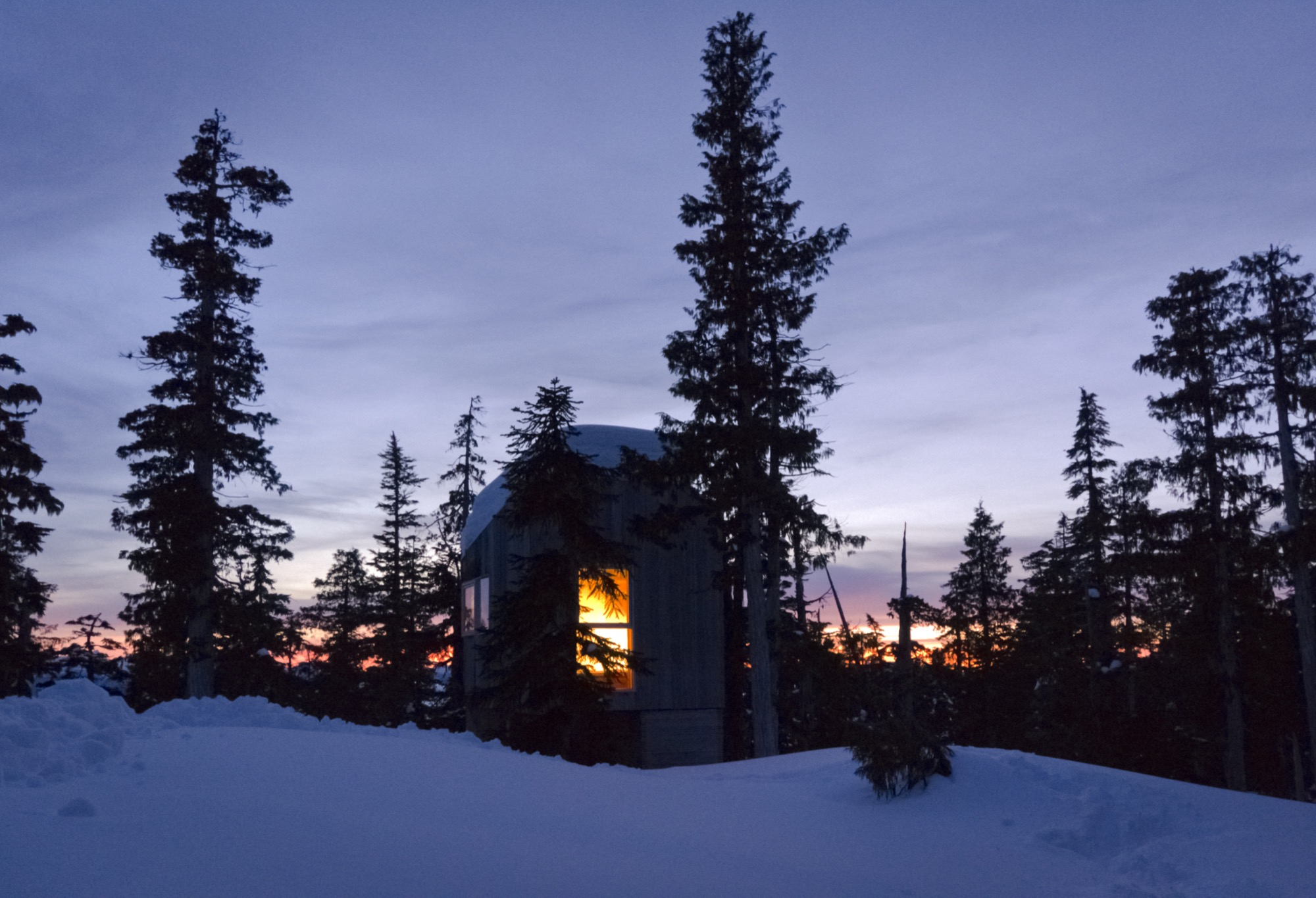 Scott and Scott Architects Alpine Cabin-EXTERIOR-NIGHT