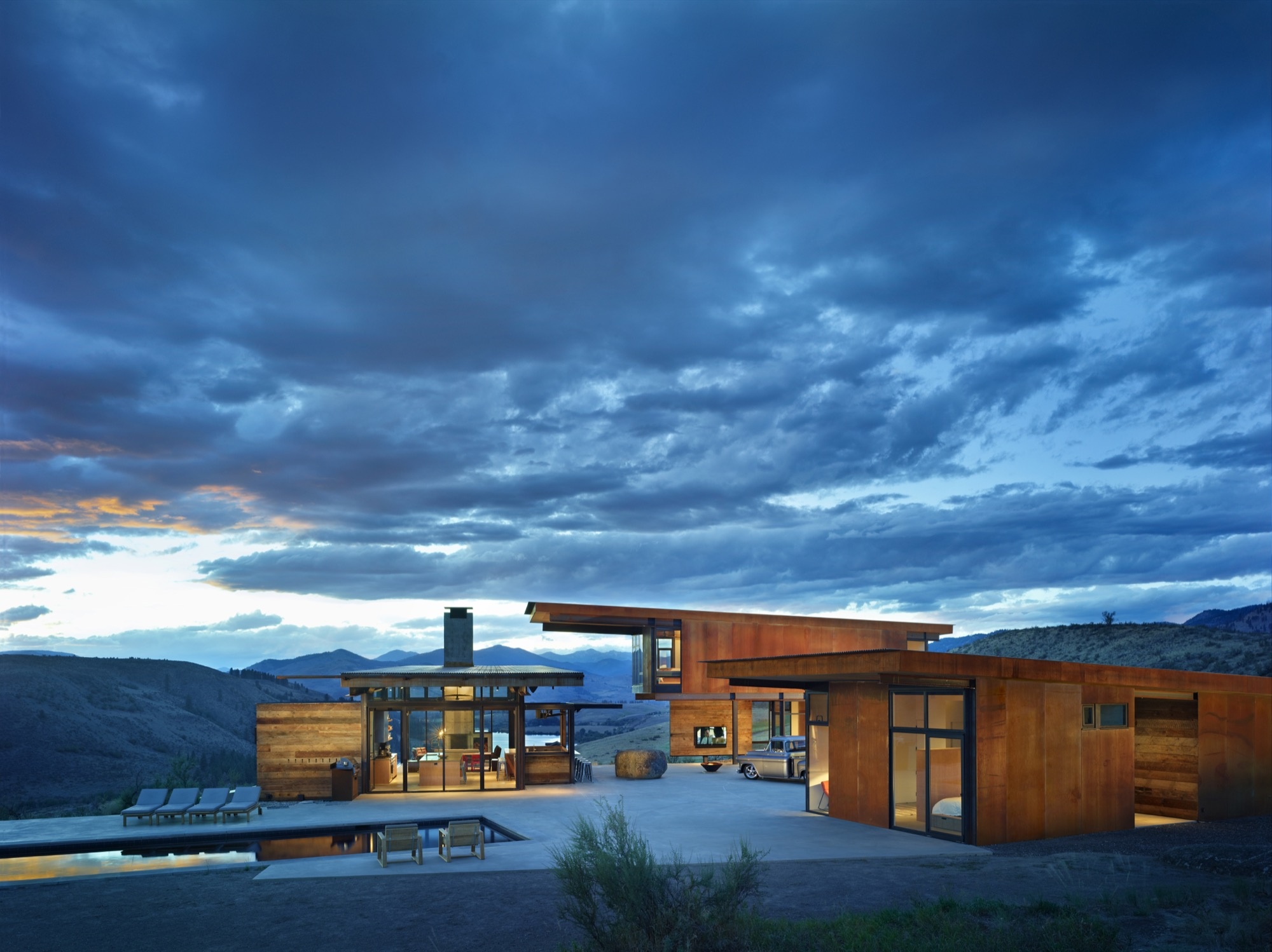 Studhorse Outlook by Olson Kundig Architects