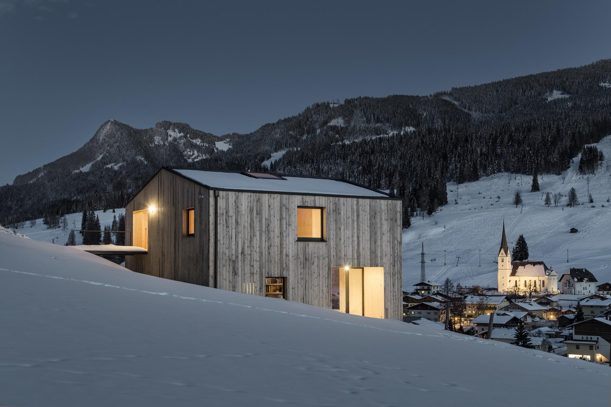 Architecture by Thomas Lechner of LP Architektur / Photo by Albrecht Imanuel Schnabel