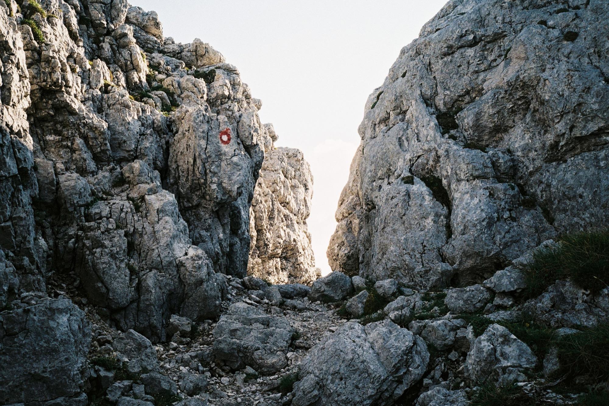 Passage leading to Bivak Pavla Kemperla / Photo by Jaka Bulc