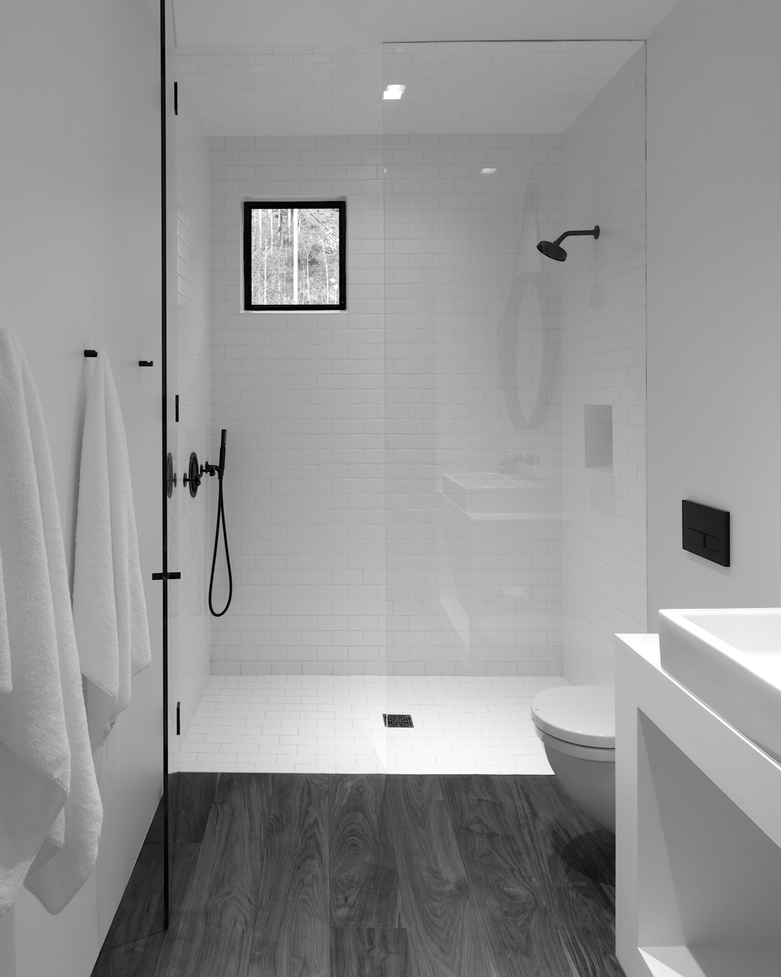 The minimalistic bathroom at the center of the studio separates the sleeping area from the living area / Photo by Greg Watts