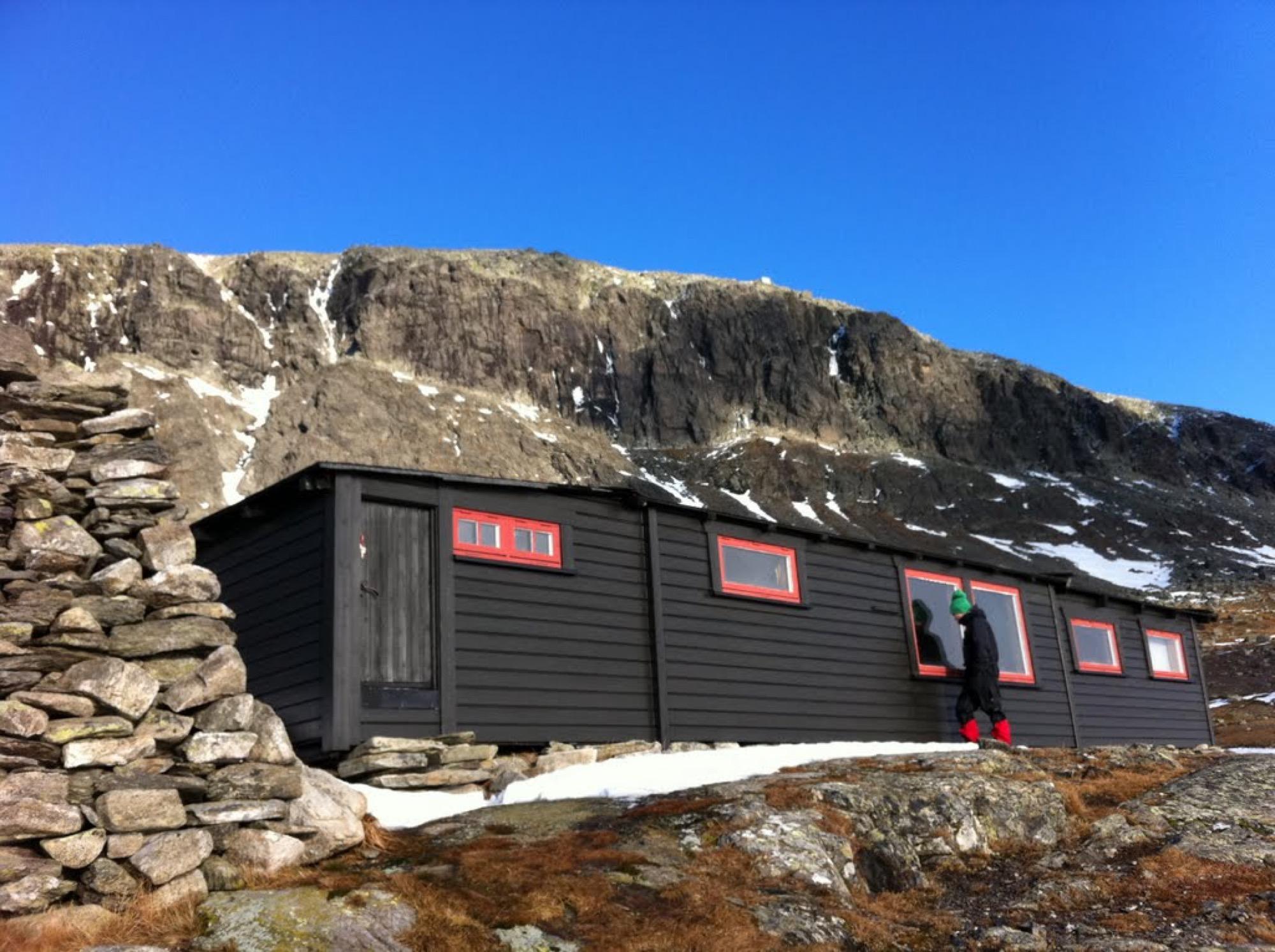 Tvergastein Hut / Photo by Håkon Os Bjerkås