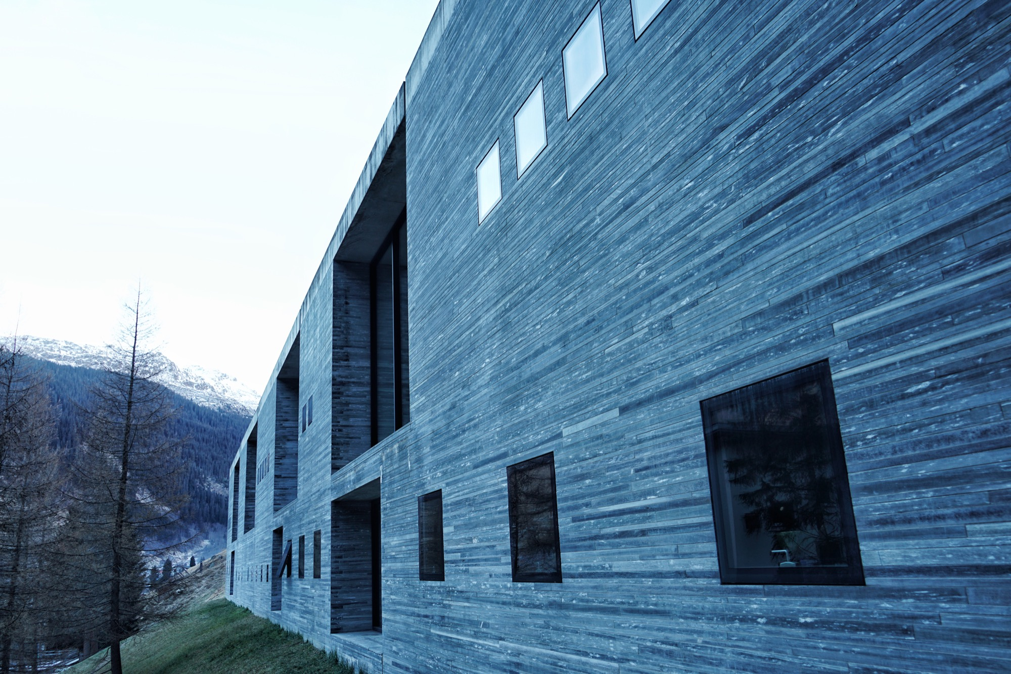Peter Zumthor's minimalist thermal baths of Vals / Photo by Jonathan Ducrest
