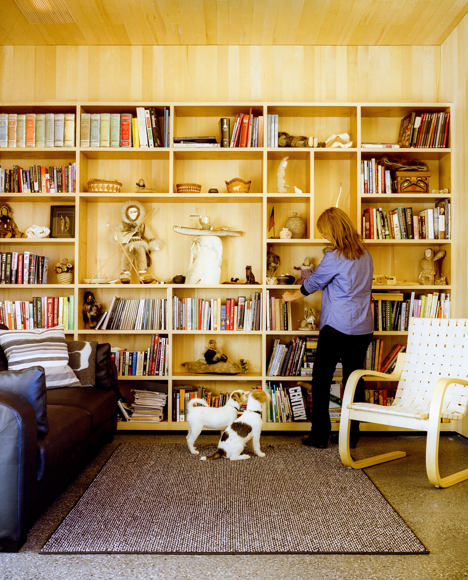 Architects Mayer Sattler-Smith designed the bookshelves and Alvar Aalto the 406 lounge chair for Artek / Photo by Kamil Bialous
