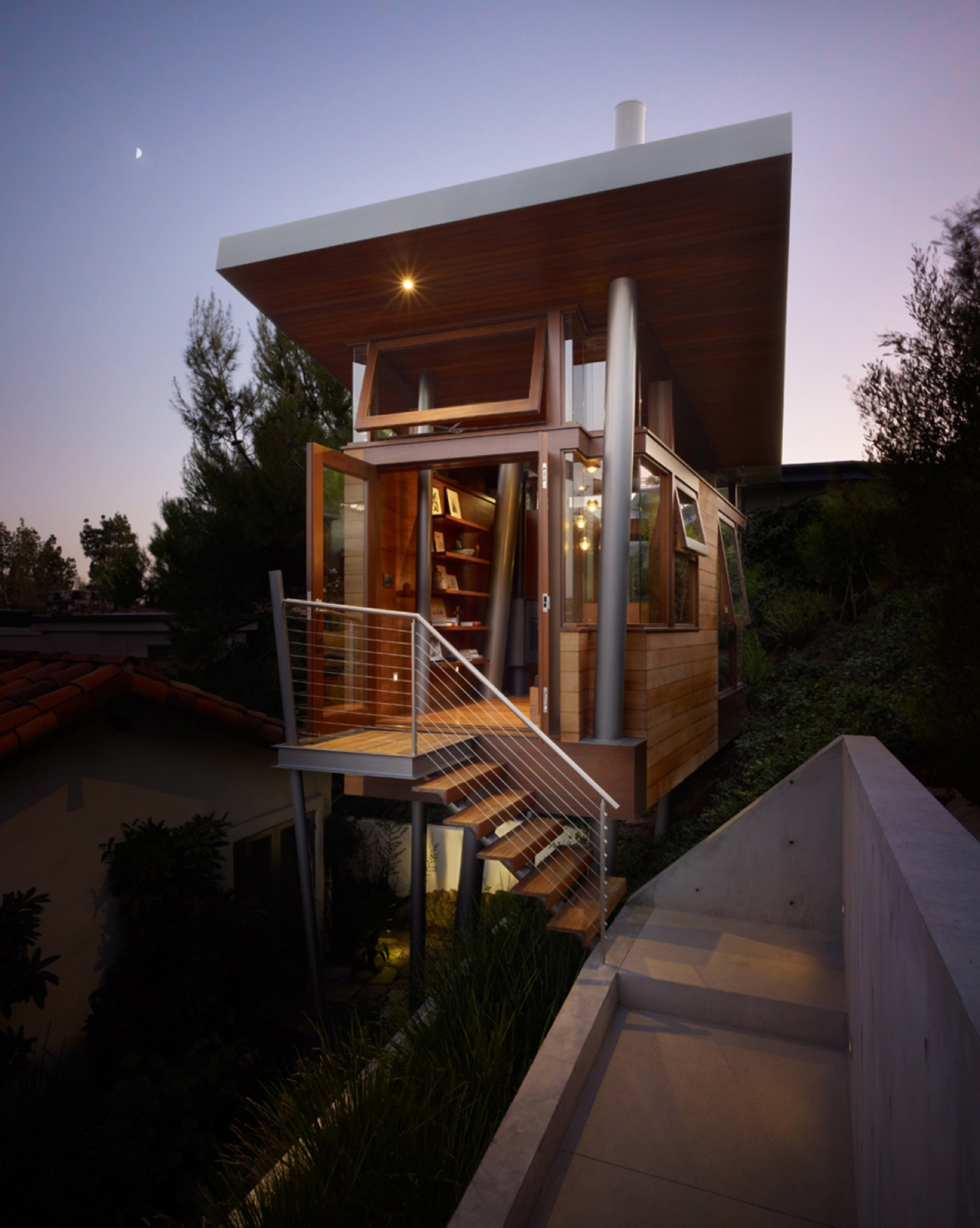 Tiny tree house designed by Rockefeller Partners Architects / Photo by Eric Staudenmaier