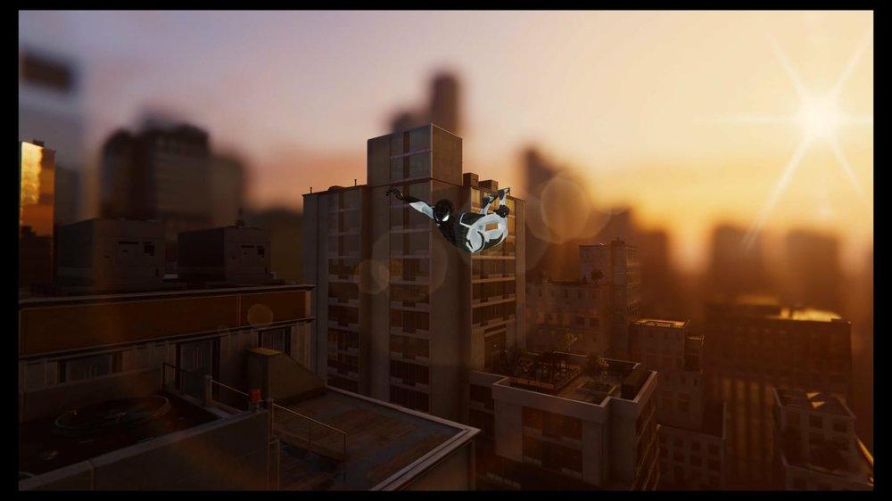 La telaraña protectora y los buenos vecinos - Desde la creación de Marvel y su universo de cómics, ha sido el superhéroe más querido y entrañable de todos: de ahí nace su absoluto triunfo en la gran pantalla… y ahora en el mundo de los videojuegos.Todos hemos escuchado hablar de los grandes superhéroes como Thor, capaz de convocar el rayo, o Doctor Strange, gran maestro de las Artes Místicas… todos ellos capaces de grandes cosas que superan nuestro entendimiento, y que nos fascinan por su grandeza y enorme poder. Sin embargo, las hazañas épicas también se pueden hacer en un entorno que nos sea más familiar, más cercano, tales como nuestro barrio o ciudad: ahí es donde entra Spider-Man (Peter Parker para los amigos), que se autotitula a sí mismo 'el buen vecino', y que, de manera esencial, se dedica a cuidar de la ciudad de Nueva York y a erradicar el crimen que pueda contaminar sus calles.Esta es la razón primordial por la cual Spider-Man ha sido llevado tantas veces, y con tanto éxito, a la industria cinematográfica. Posteriormente, Peter empezó a hacer sus apariciones en el mundo de los videojuegos, en títulos de GBA, Nintendo, PlayStation… pero, aunque estos juegos eran entretenidos, distaban mucho de llegar a captar la auténtica esencia de nuestro amigo arácnido, debido a las limitaciones técnicas existentes hasta no hace mucho.Sin embargo, cuando en el 2018 Insomniac Games sacó al mercado el Marvel's Spider-Man para Play Station 4, todos estábamos a la expectativa, y, efectivamente, la sorpresa fue enorme. El estudio había recreado la ciudad de Nueva York hasta el más mínimo detalle, haciéndola totalmente explorable gracias al sistema de parkour y de navegación gracias a las famosas telarañas.Por otro lado, el combate es otra victoria del estudio, pues ha sabido entender a la perfección cual podría ser el estilo de lucha de una araña, y trasladarlo al juego, convirtiendo los enfrentamientos en algo absolutamente divertido e intuitivo (lo que no quita que puedan