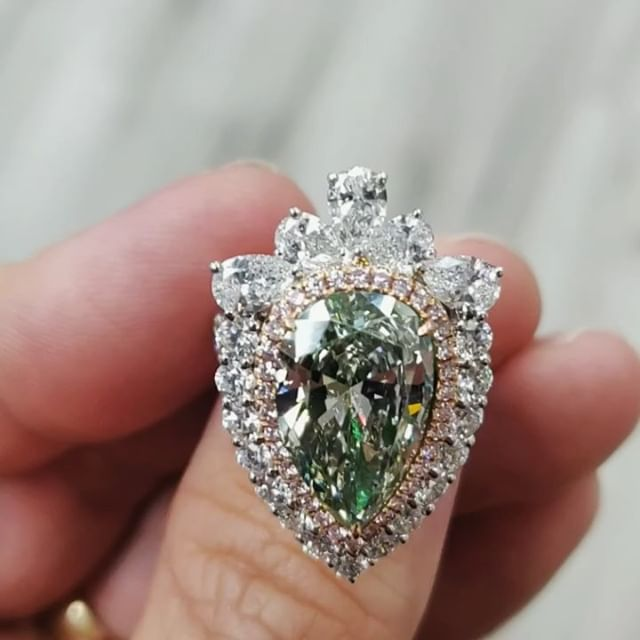 💚Chameleon Diamond💛  The Green Chamelean Diamond, known for its color change when exposed to light and temperature changes, is a highly sought after colored diamond due to its luminescent properties. Over 5 carats and crowned with a diamond tiara, this stunning Pear Shape diamond ring represents the beautiful ebb and flow of feminine energy, in today's complex world. These nitrogen-hydrogen rich stones switch hues from intense yellow or orange yellow in 24 hours or more of darkness,  and then return to their original hue in daylight. This very special ring is available to view by private appointment only.  Inquiries: 💍Michelle@missdiamondring.com  #chameleondiamond #greendiamond #greendiamonds #greendiamondring #pearshapediamond #pearshapedengagementring #peardiamondring #peardiamond #5carat #5carats #peardiamondring