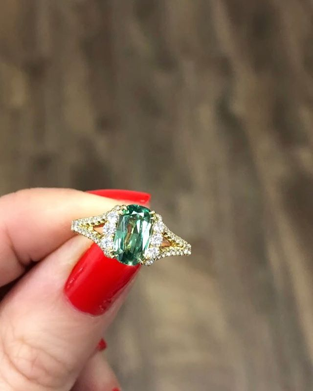 This sparkling Demantoid Garnet Ring... 💚💛Feminine in every way, a perfect right hand ring or setting style for a diamond ring... #demantoidgarnet  #missdiamondring #gemstonerings