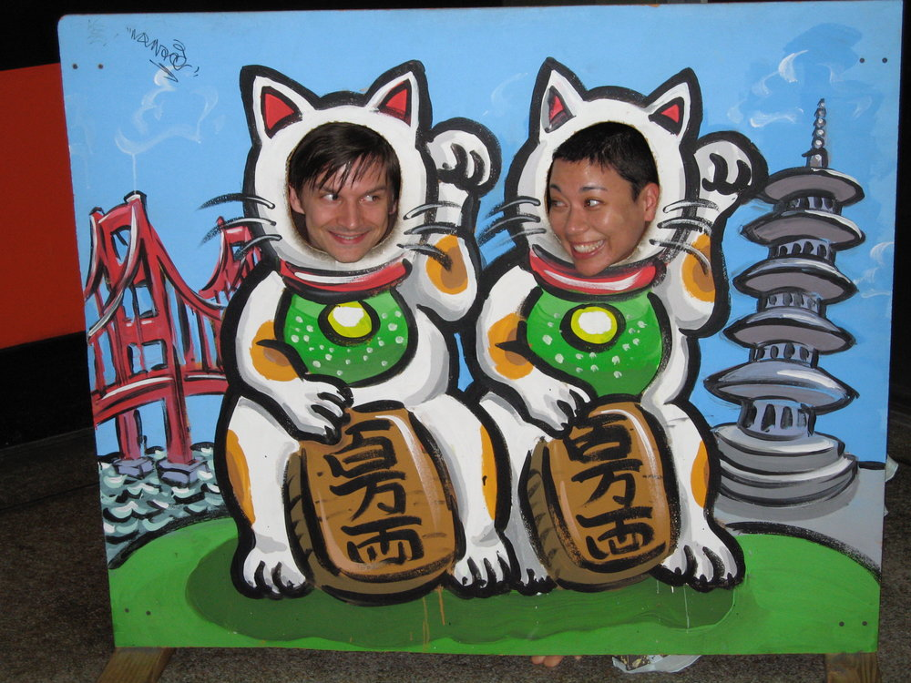 us.wavingcats.jpg