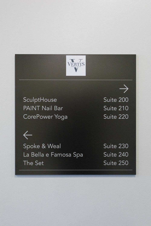 Vertis-Green-Hills_wayfinding-signage_retail_MG_5294_small 2000 px.jpg