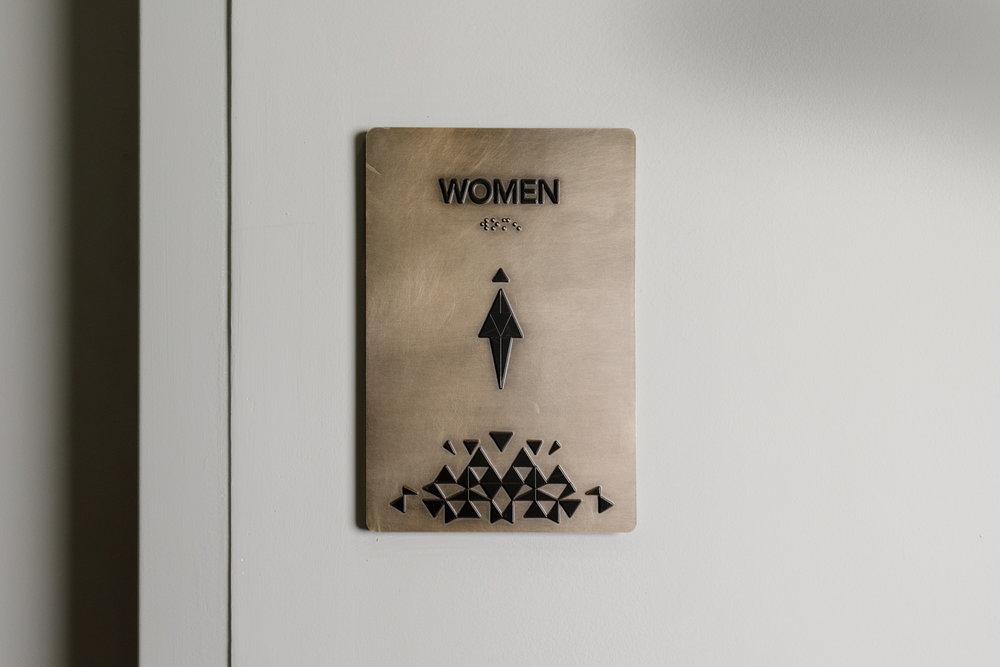 Vertis-Green-Hills_wayfinding-signage_restroom-women__MG_6271-2_small 2000 px.jpg