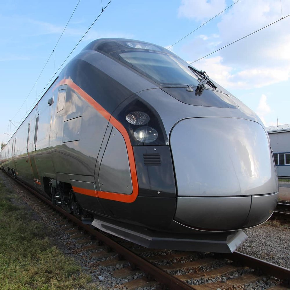 train-design-exterior-production-model.jpg