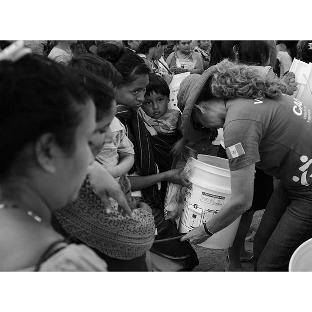 Volunteers delivering water filters to the families of the San Andrés Osuna village in Guatemala. Fuji Xpro2 + Nikkor 28mm f2.0 . . . . #streetlife #streetphoto_bnw #streetblackandwhite #streetphotograph #streetphotography #streetphoto_bw #fujifilm_street #myfujilove #bnw #bnwmood #bnwinstagram #bnwzone #bnw_planet #monochrome #blackandwhite #volunteer #volunteering #peoplewatching #peekaboo #eyes #guatemala #travelphotography #blackandwhitephotography #instabnw #photographylife #fujifilmx_us @bnw_greatshots @bnwsouls