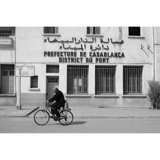 Casablanca 🇲🇦 Fuji Xpro2 + Nikkor 28mm f2 . . . . #casablanca #morocco #travelling #traveling #travelphoto #travelphotography #ontheroad #streetphoto_bnw #streetphotograph #streetphotography #blackandwhite #bnw #blancoynegro #fotografia #bnwphotography #bnw_planet #bnw_greatshots #instabnw #instastreet #fujifilm_street #bicycle #myfujilove #fujilove #fujifilm #xpro2 #fujifilmxpro2 #fujix @bnw_greatshots @bnwsouls @fujifilm_street @_fujilove_