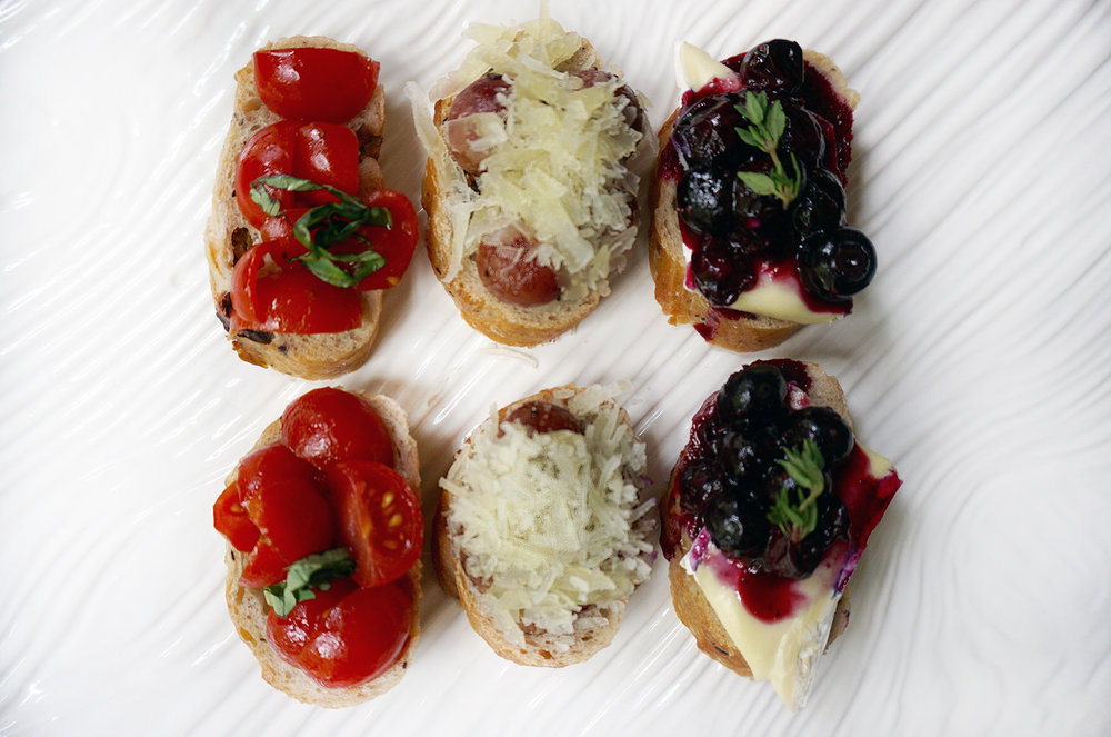 red-white-blue-crostini-manchengo-brie-grapes-blueberries.jpg