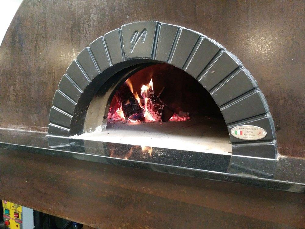 pizza geo - mugniani oven.jpg