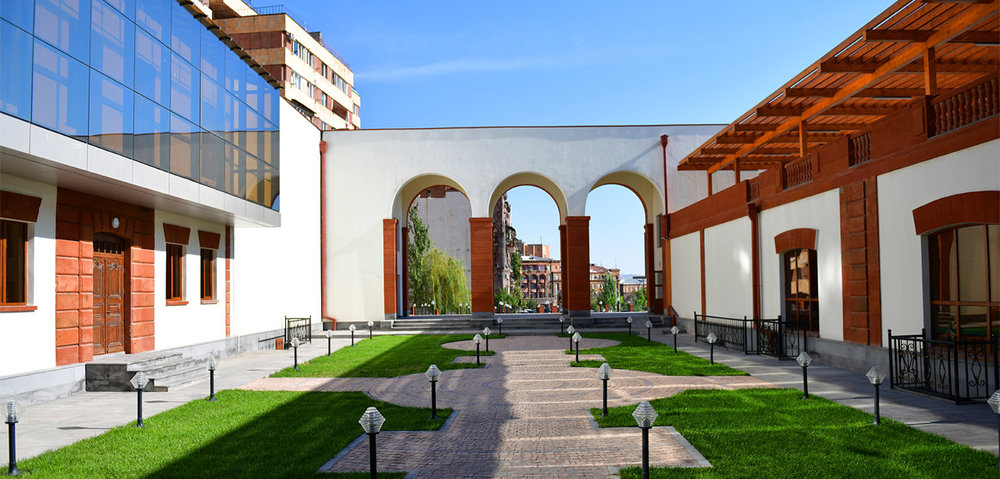 Reception - ON THE SHORE OF THE HRAZDAN GORGE YOU CAN SEE A SURVIVING FRAGMENT OF AN OLD YEREVAN ARCHITECTURE. BUILT IN MID-19TH CENTURY, THE BUILDING WITH A HISTORIC FACADE WAS REBORN IN 2017 THANKS TO THE